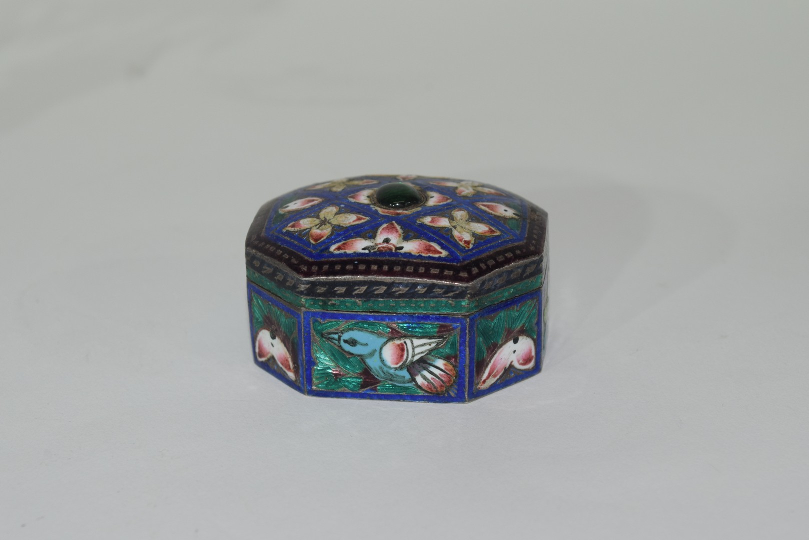 Two enamel Indian elephants with howdahs and a pill box - Image 2 of 9