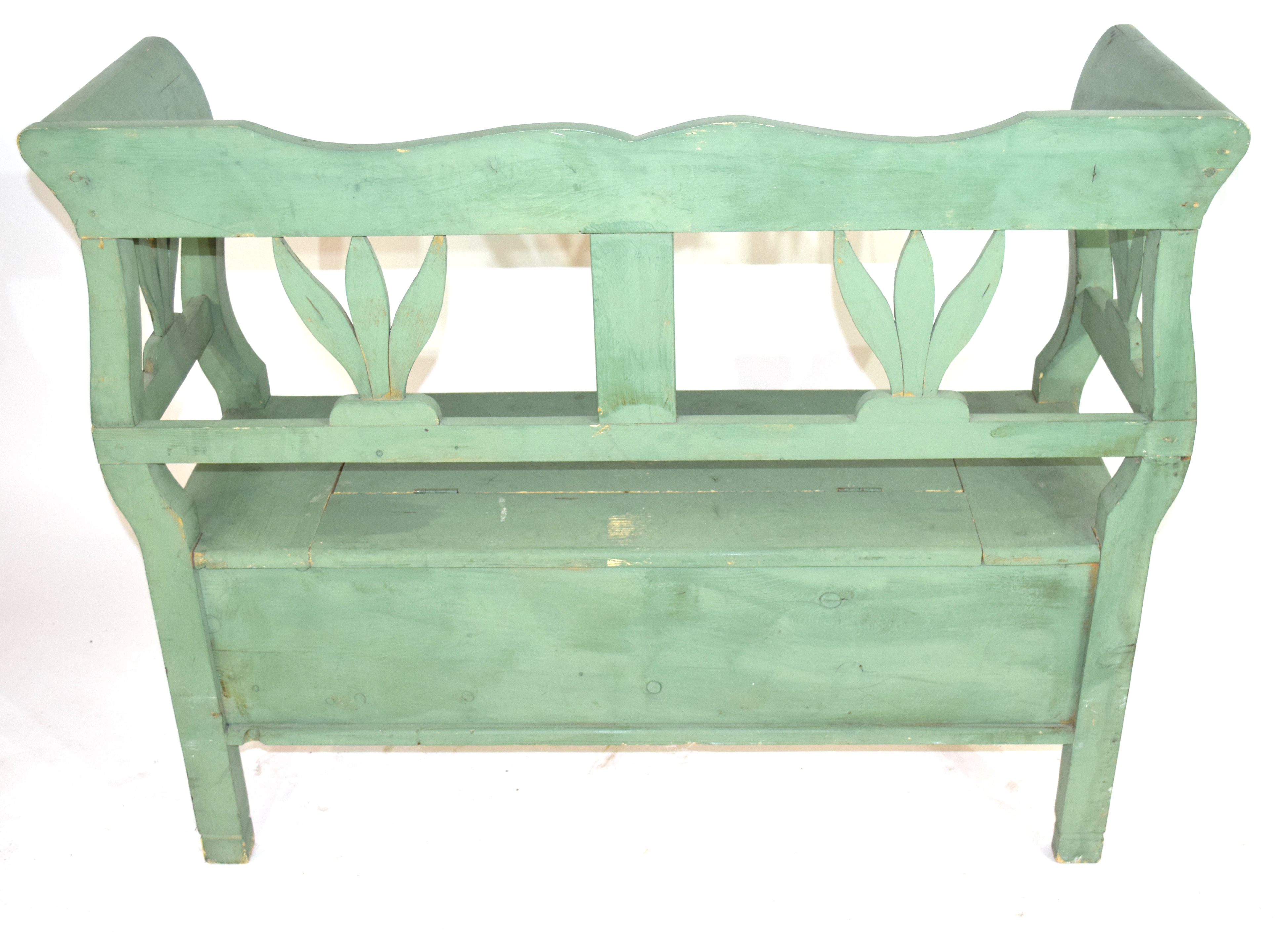 Painted pine settle with storage seat 119cm wide Condition: Paint work in worn condition^ appears - Image 3 of 4