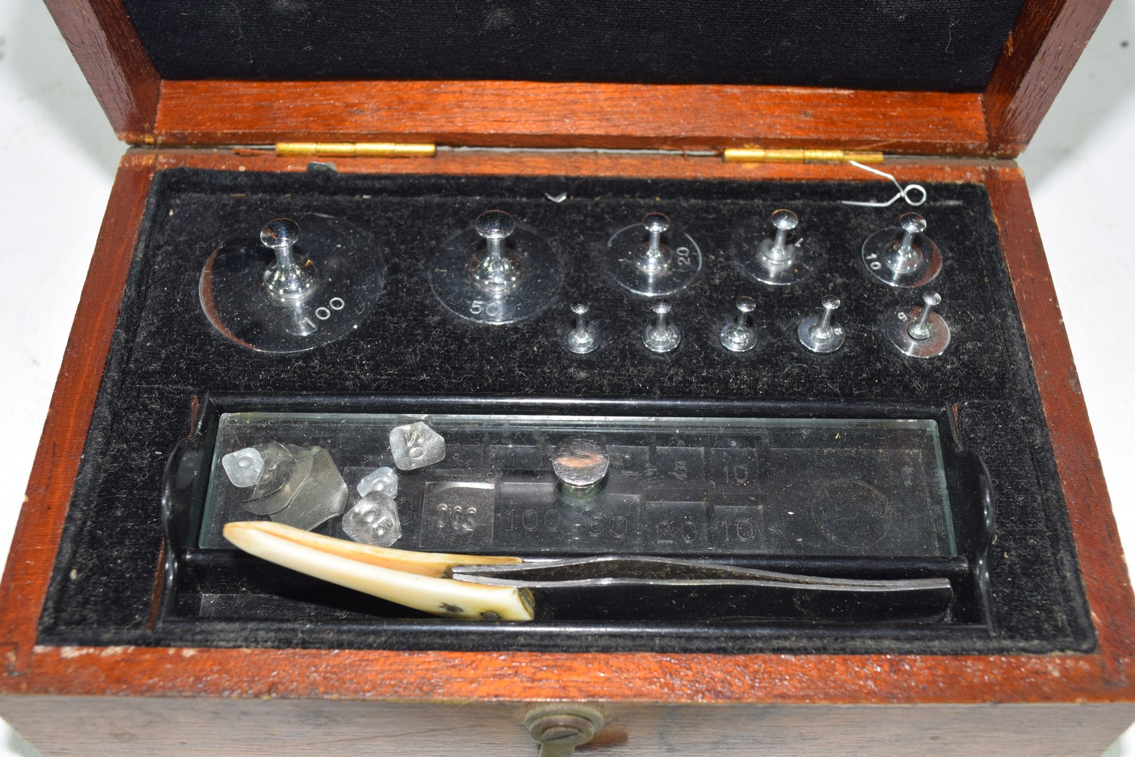Cased set of chemists weights - Image 4 of 6