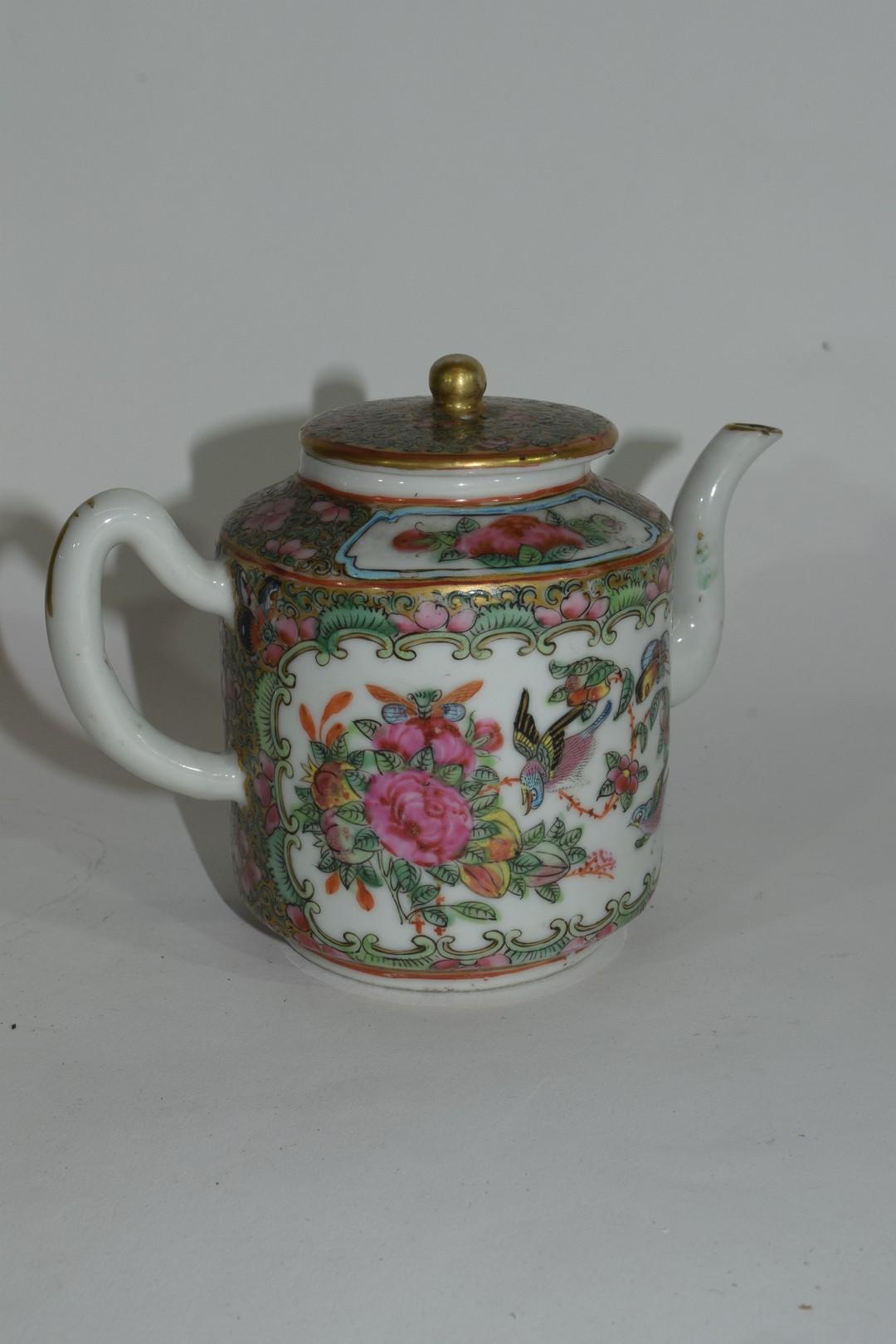 Small Cantonese porcelain tea pot - Image 3 of 7