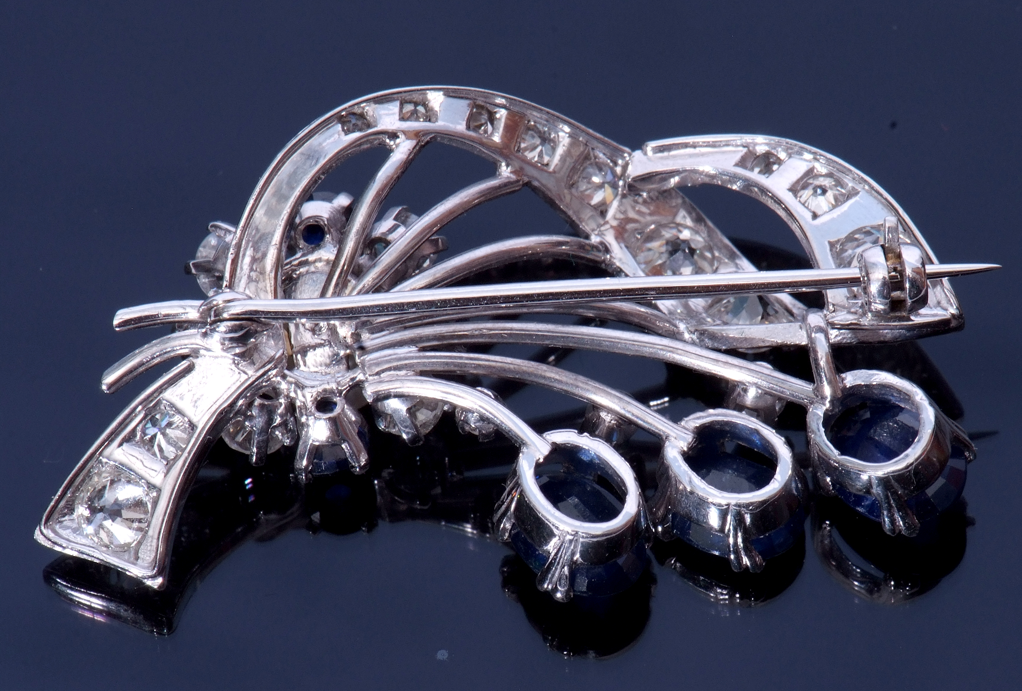 Diamond, Sapphire and Pearl spray brooch - Image 2 of 3