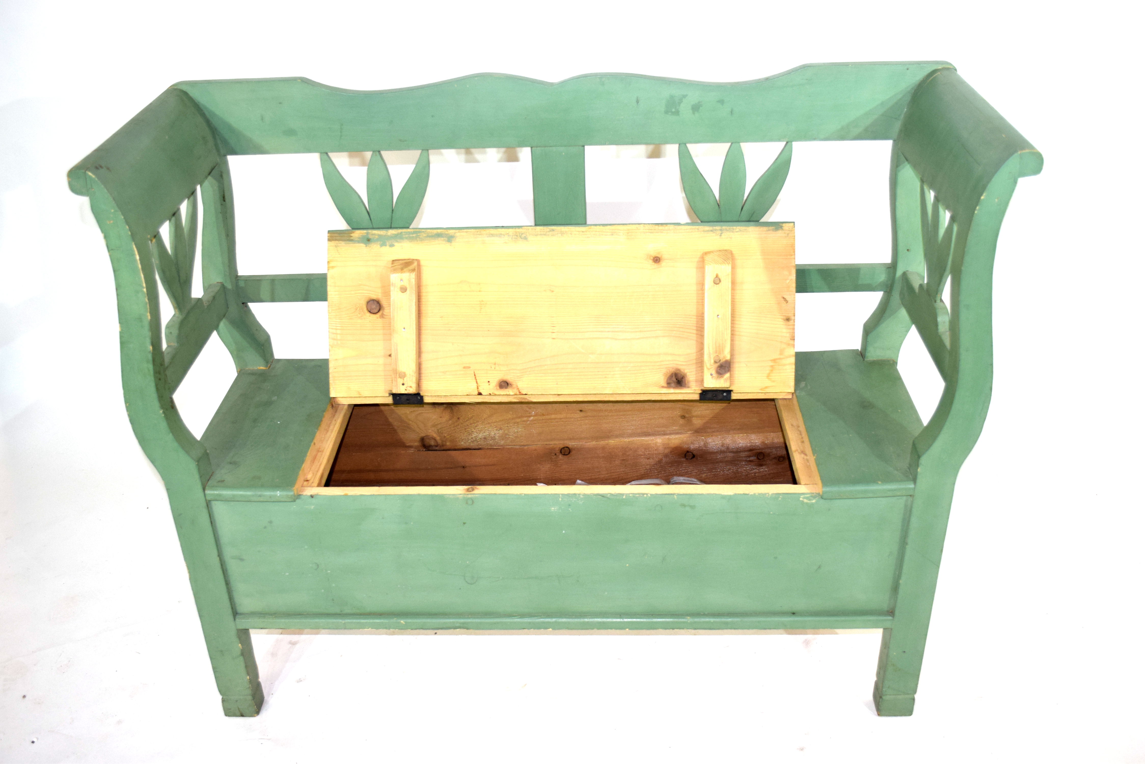 Painted pine settle with storage seat 119cm wide Condition: Paint work in worn condition^ appears - Image 2 of 4