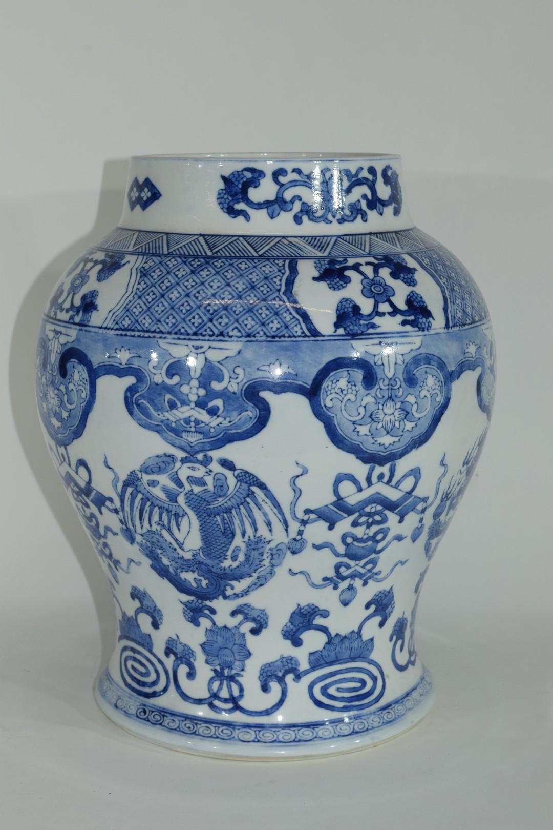 Large Chinese porcelain jar - Image 4 of 7