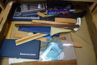 TRAY OF MIXED DRAWING INSTRUMENTS TO INCLUDE FOLDING EBONY RULERS, BRASS MOUNTED FOLDING RULERS,