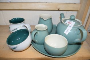 SMALL MIXED LOT OF DENBY CERAMICS TO INCLUDE TEA SET AND TRAY PLUS FURTHER GREEN WHEAT PATTERN