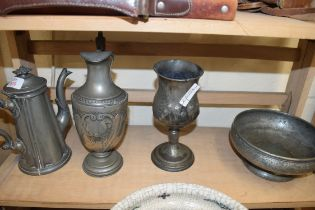 MIXED LOT OF PEWTER WARES COMPRISING A THOMAS OTLEY OF SHEFFIELD COFFEE POT, FLORAL DECORATED JUG,