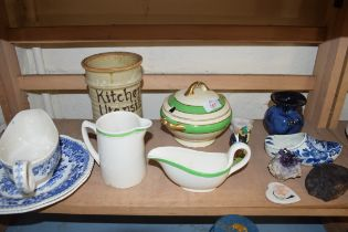 MIXED LOT COMPRISING SEAFORTH BLUE AND WHITE GRAVY BOAT AND PLATES, SMALL WEDGWOOD SAUCE TUREEN,