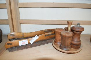 MIXED LOT COMPRISING VINTAGE ICE SKATES AND A WOODEN CRUET