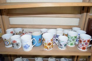 QTY OF DECORATED MUGS AND CUPS TO INCLUDE SADLER AND ROYAL COMMEMORATIVES