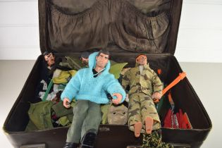 CASE CONTAINING VINTAGE ACTION MEN TO INCLUDE ONE WITH HAIR, TOGETHER WITH VARIOUS ACCESSORIES AND