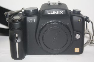 Lumix G1 camera with charger and case