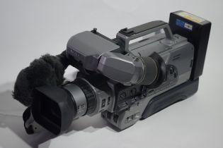 Sony 3CCD digital zoom 20 x handicam with bag