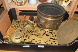 BOX OF BRASS WARES TO INCLUDE JARDINIERE, TRIVET ETC
