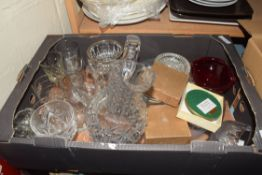 BOX OF GLASSWARES TO INCLUDE A LARGE CUT CLEAR GLASS JUG, VARIOUS WINES ETC PLUS DECORATED NIGEL