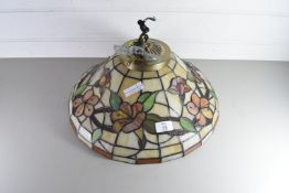 MODERN TIFFANY HANGING CENTRE CEILING LIGHT FITTING