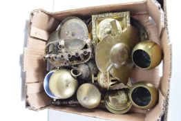 BOX OF MIXED SMALL BRASS ITEMS TO INCLUDE BELLS, INKWELL, VASES ETC