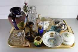 TRAY OF MIXED WARES TO INCLUDE MID-CENTURY ART GLASS VASE, DECORATED PLATES, JAPANESE SATSUMA