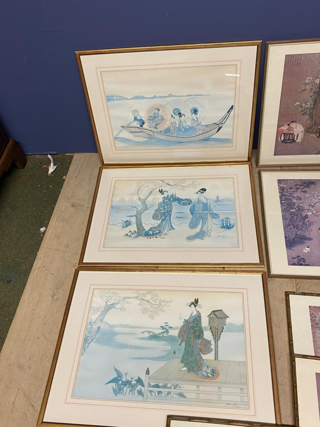 A quantity of Japanese and Chinese coloured prints, including a set of 3 - Image 11 of 16