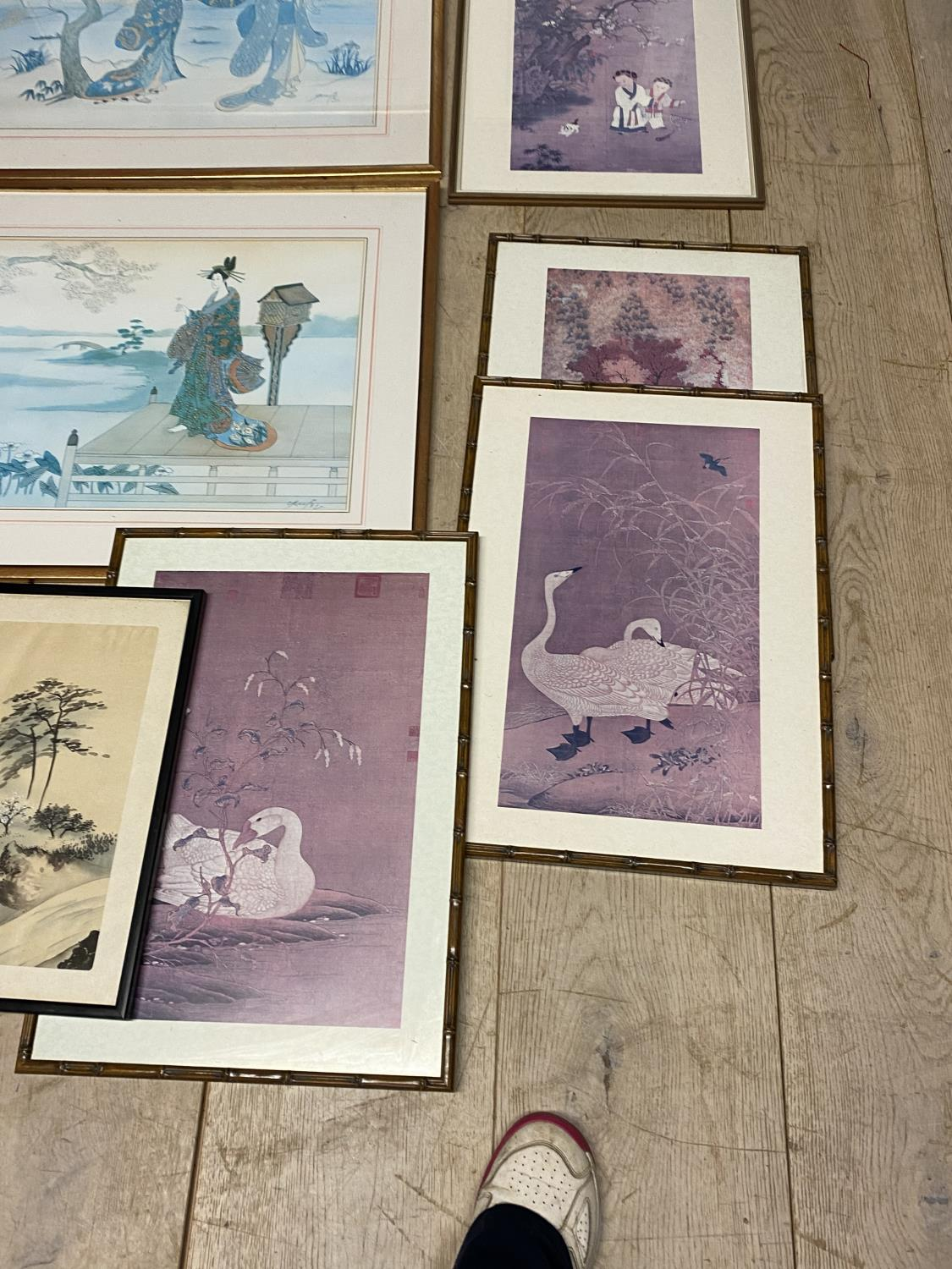 A quantity of Japanese and Chinese coloured prints, including a set of 3 - Image 8 of 16