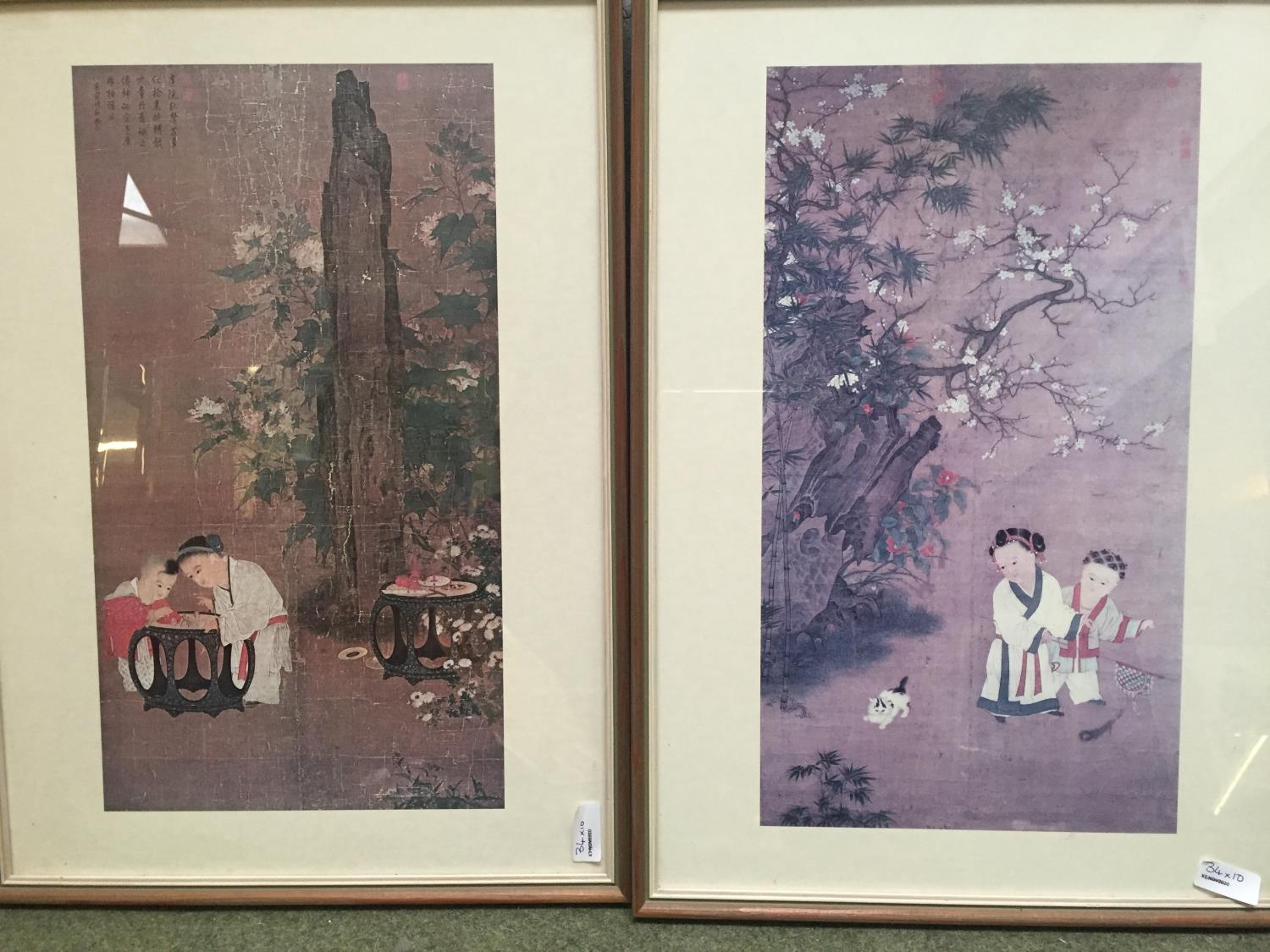 A quantity of Japanese and Chinese coloured prints, including a set of 3 - Image 7 of 16