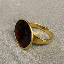 Unmarked yellow metal seal ring, with carved gem set intaglio of a classical bust, 6.1 g size L