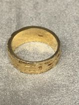 14ct gold wedding band with textured bark effect decoration, 8 grams, size M