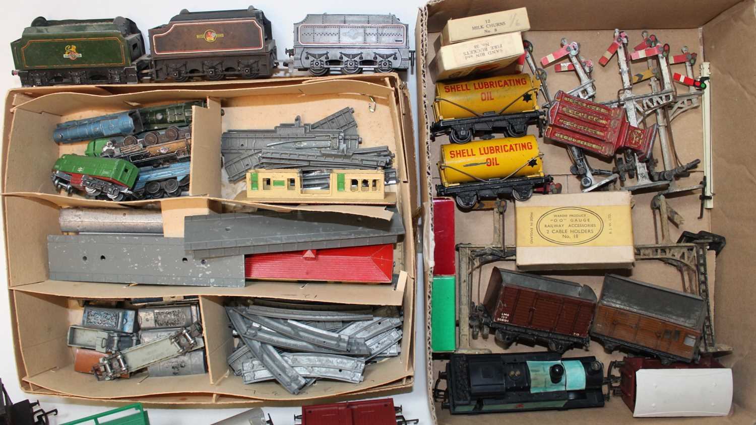 Four trays containing a quantity of various mixed 00 scale and Lonestar 000 gauge locomotives and - Image 2 of 3