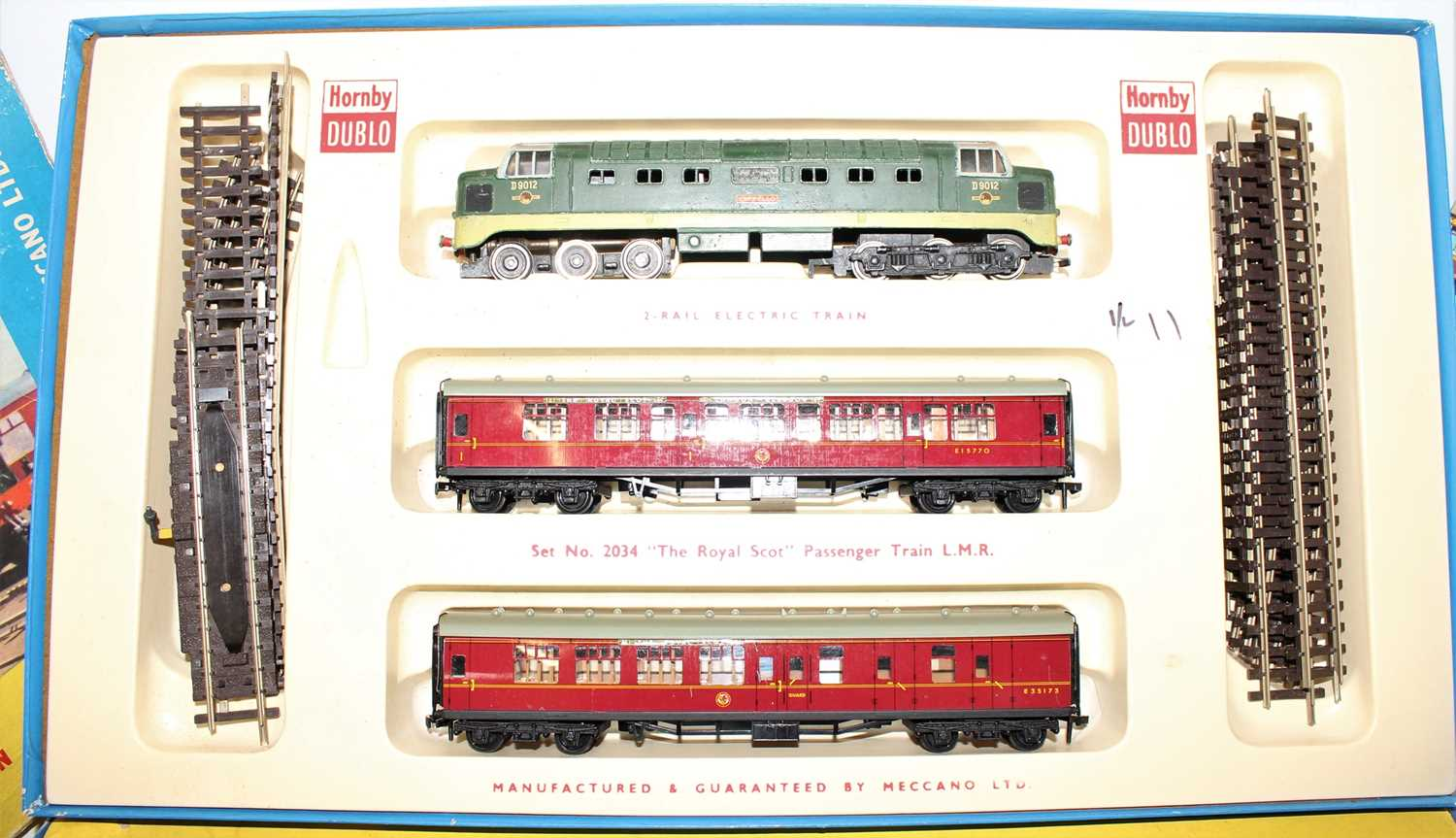 A Hornby Dublo mixed train group housed in incorrect original Hornby Dublo boxes, contents to - Image 3 of 4