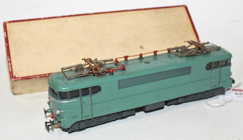 Vollen et Brun (VB) Lejeune BB electric loco 9211 green, 3-rail, some light corrosion to pantographs