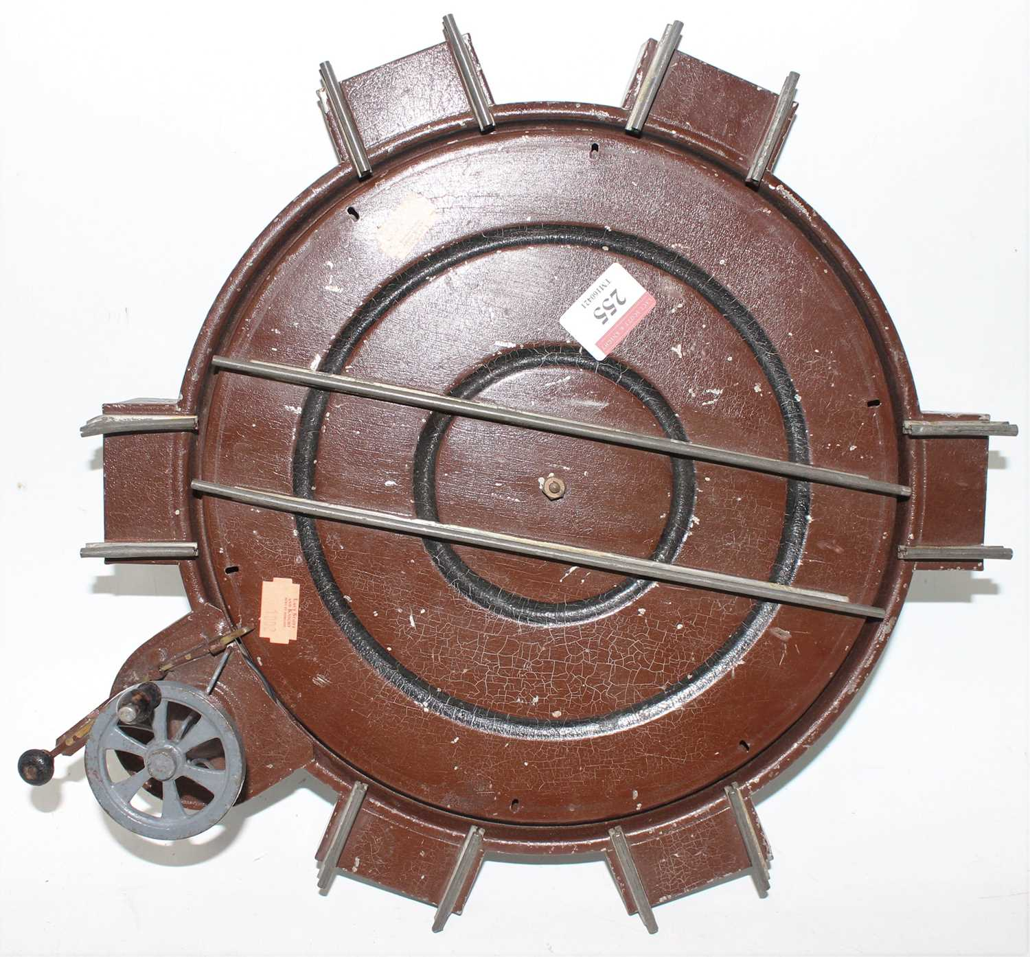 Gauge 1 clockwork turntable with 6 roads, rotates via a wheel, with locking mechanism, no makers