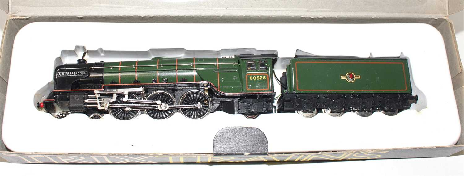 Trix 4-6-2 A2 loco & tender 'A.H.Peppercorn' 60525 BR green, some rubbing to both nameplates (E) - Image 2 of 2