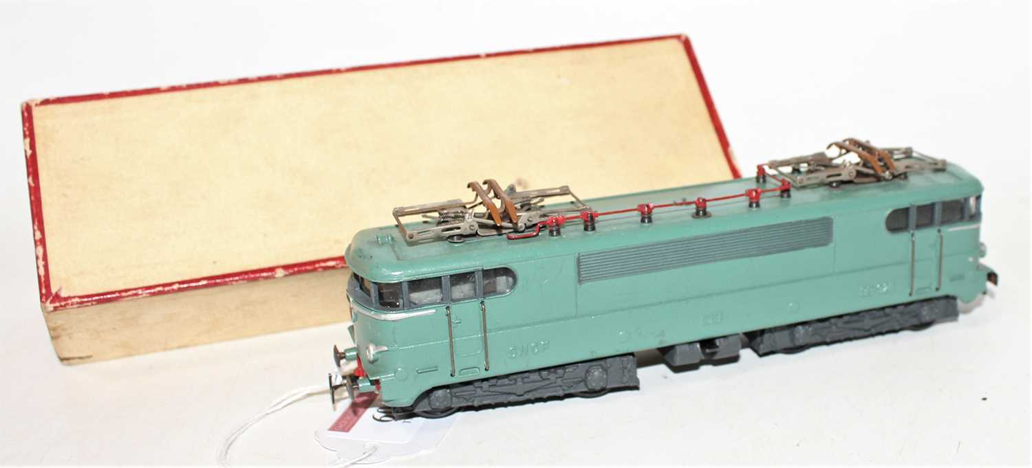 Vollen et Brun (VB) Lejeune BB electric loco 9211 green, 3-rail, some light corrosion to pantographs - Image 2 of 2