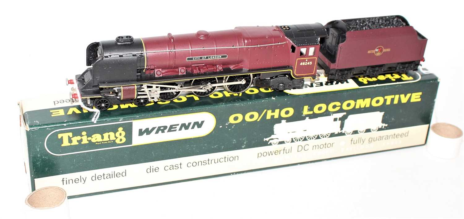 "Triang/Wrenn W2226 Loco and tender ""City of London"", BR Maroon 46245 (NM-BNM)"