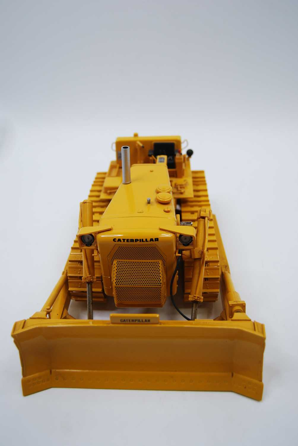 A First Gear Model No. 49-3172, boxed 1/25 scale diecast model of a Caterpillar D9E track type - Image 8 of 10