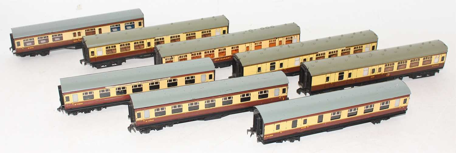 8 Hornby Dublo Brown and Cream coaches, 4x Super Detail, 4070 Restaurant Car, marked and one