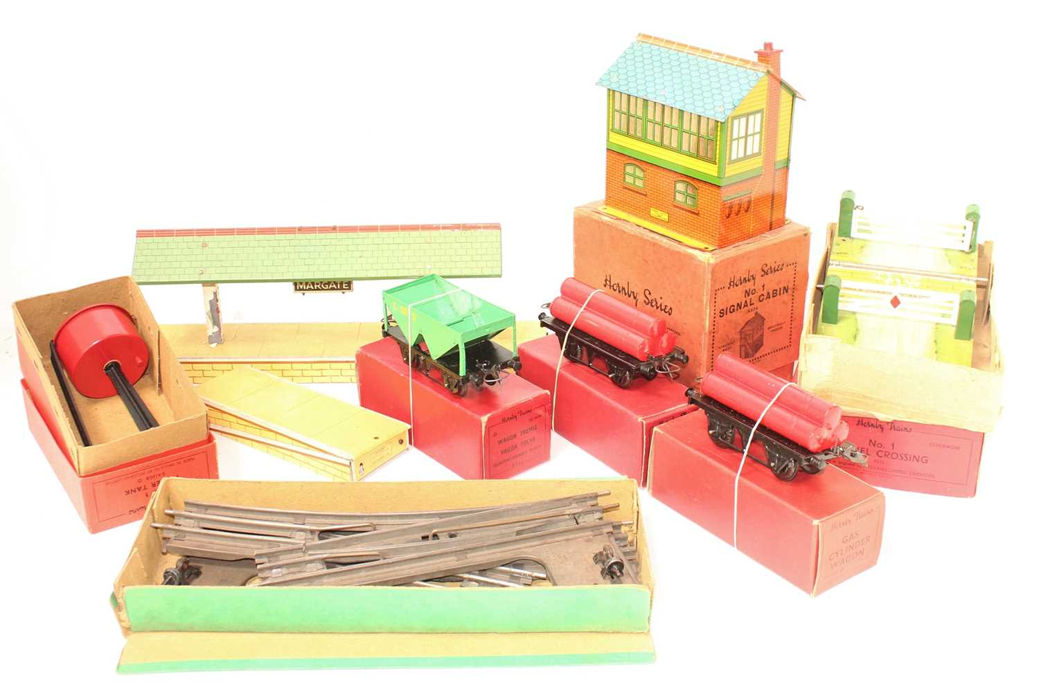 """Large tray of Hornby Items, to include 1x L/H and 1x R/H Solid base electric 2"""" radius curves (VG-"""