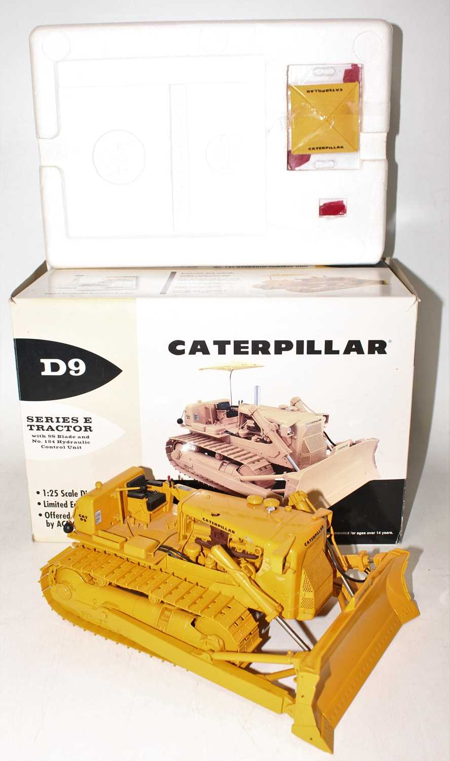 A First Gear Model No. 49-3172, boxed 1/25 scale diecast model of a Caterpillar D9E track type - Image 2 of 10