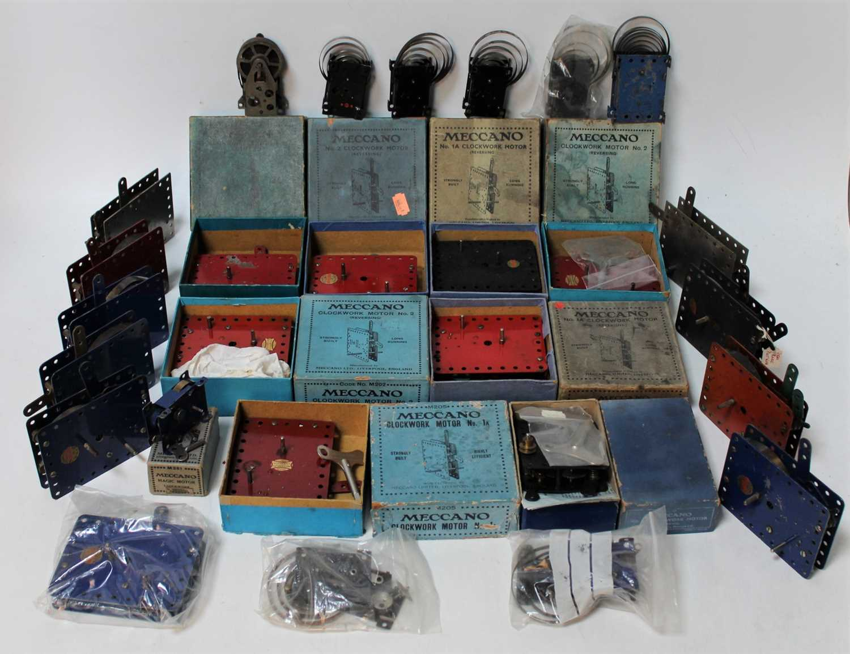 Large tray of approx 24 Meccano clockwork motors; mix of Nos. 1, 1A reversing, 2, Magic