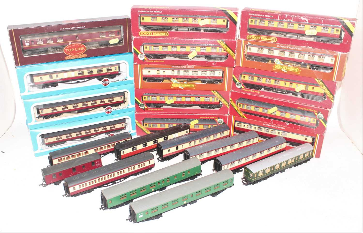 Large tray of mainly maroon and cream Hornby coaches, 10 boxed, 6 un-boxed, 3 Airfix Boxed, Hornby