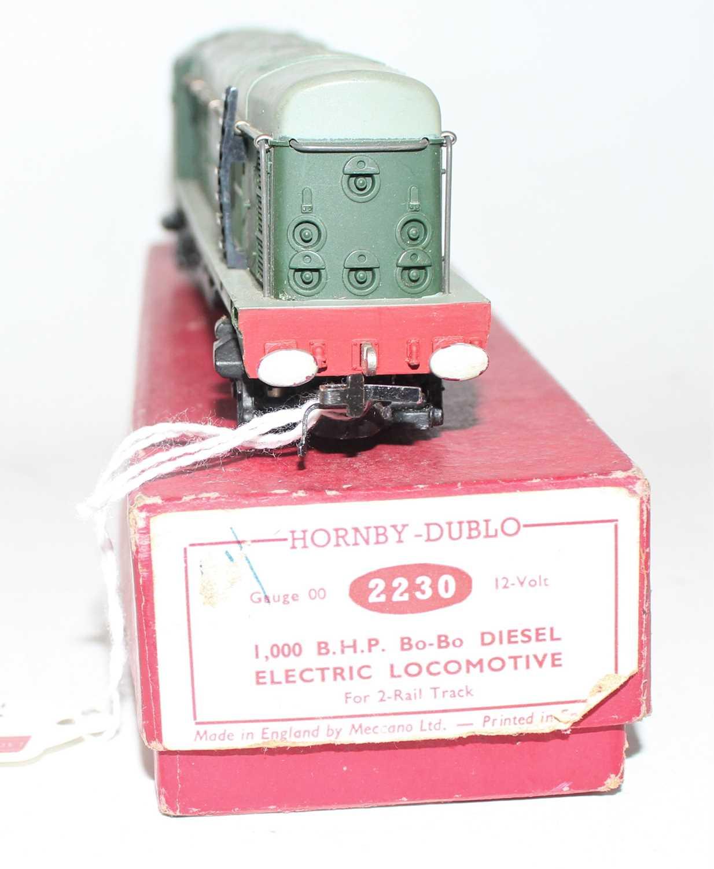 Hornby Dublo 2230 BoBo Diesel Electric 2-Rail Locomotive D8017, Plain red box (NM-BE) - Image 3 of 3