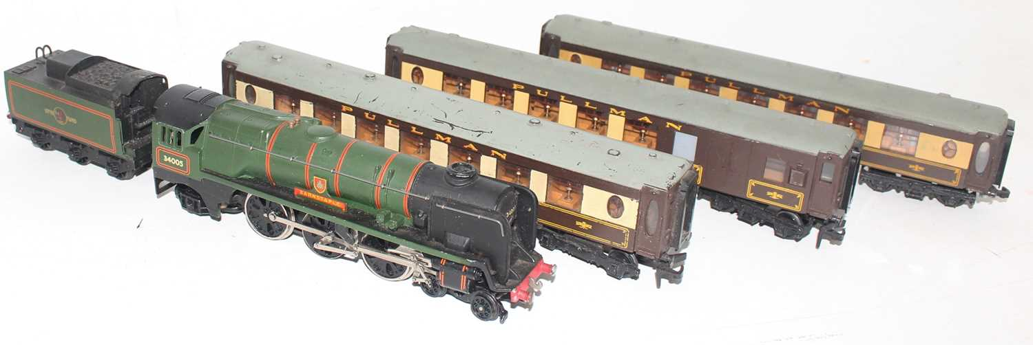 "Hornby Dublo 2235 ""Barnstaple"" 2-rail loco and tender (E) with 2x Car No.74 and 1x Car No.79 Pullman - Image 2 of 2"
