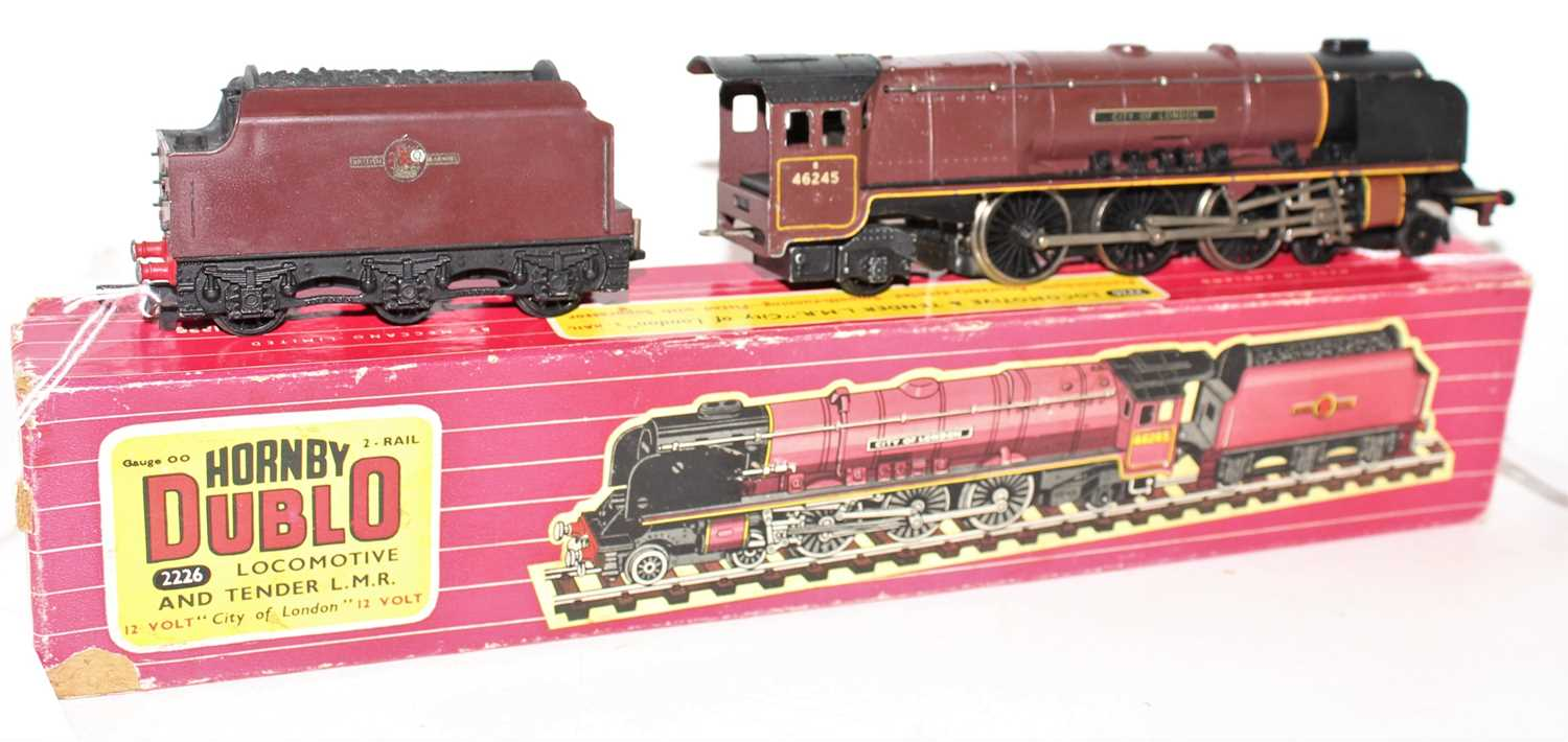"""Hornby Dublo 2226 2-Rail Loco and Tender """"City of London"""", a few chips and wear marks (G), tender - Image 2 of 2"""