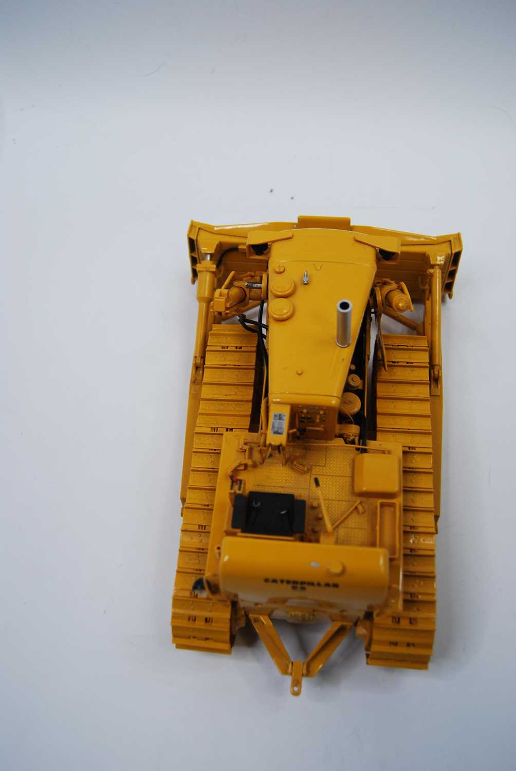 A First Gear Model No. 49-3172, boxed 1/25 scale diecast model of a Caterpillar D9E track type - Image 7 of 10