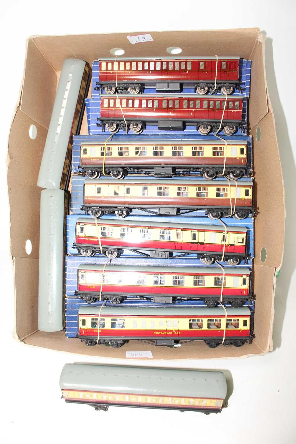 Ten Hornby Dublo tinplate coaches, one each D13 BR/3rd and 1st/3rd (M-BVG), 2x D11 1st/3rd and 1x