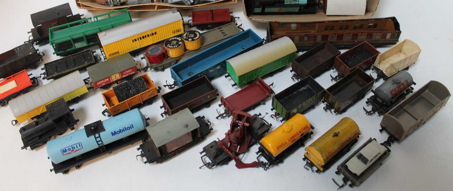Four trays containing a quantity of various mixed 00 scale and Lonestar 000 gauge locomotives and - Image 3 of 3