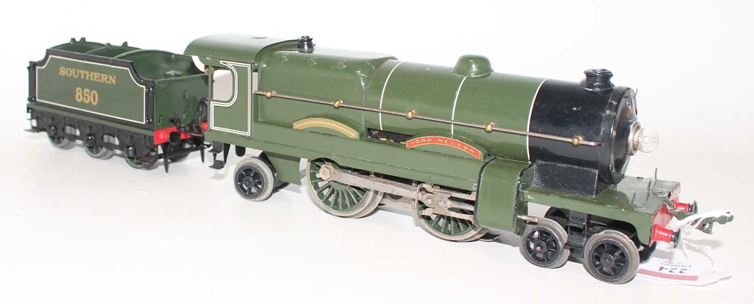 Hornby 1934-36 E320 20V AC Lord Nelson 4-4-2 Loco and No.850 Tender, both are complete repaints, - Image 2 of 2