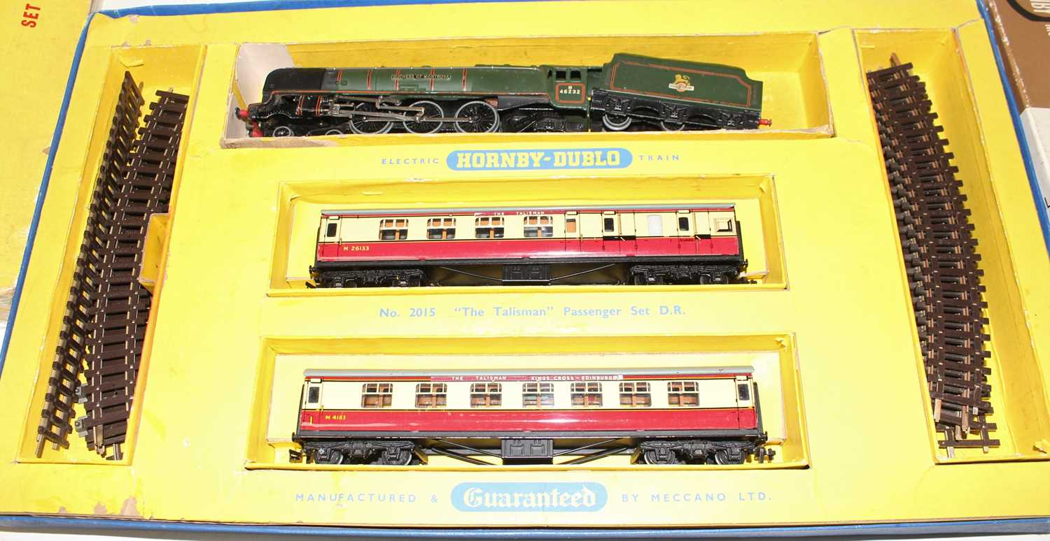 A Hornby Dublo mixed train group housed in incorrect original Hornby Dublo boxes, contents to - Image 4 of 4