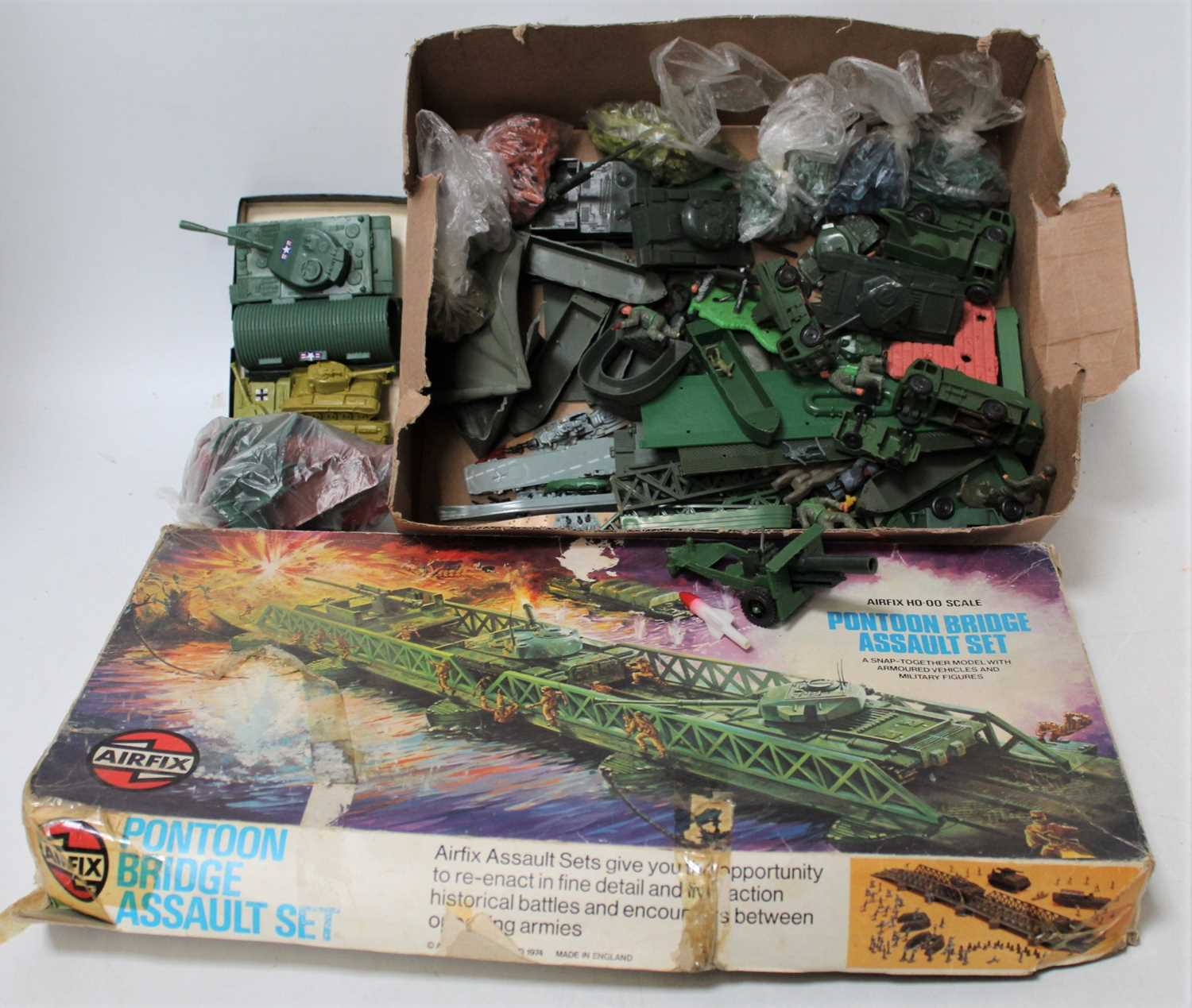 A group of plastic military models unboxed loose items,which include some Triang trucks and a Airfix