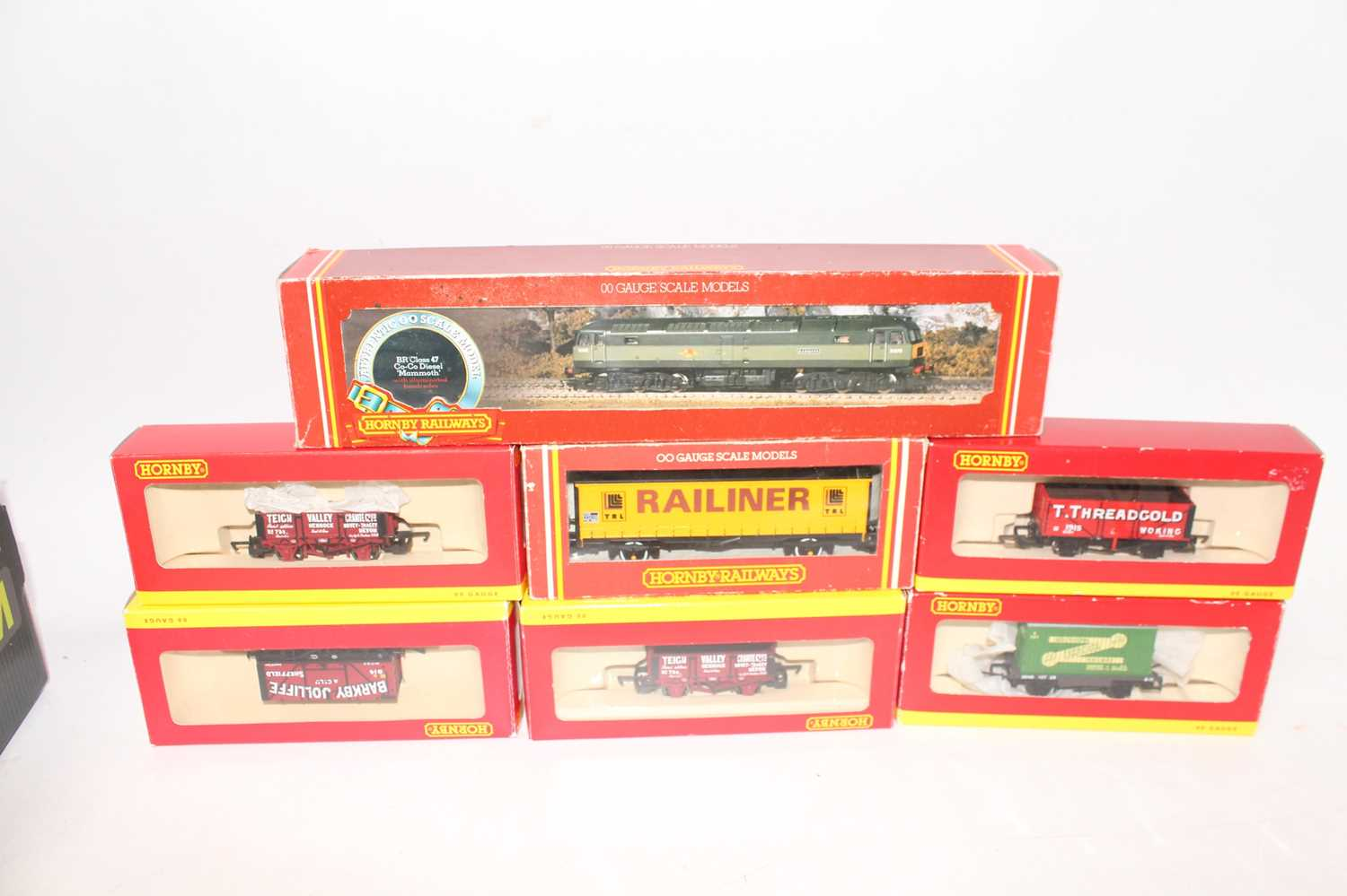 Hornby diesel loco R328 class 47 D1670 'Mammoth' green with six Hornby wagons: 4 x open R6344,