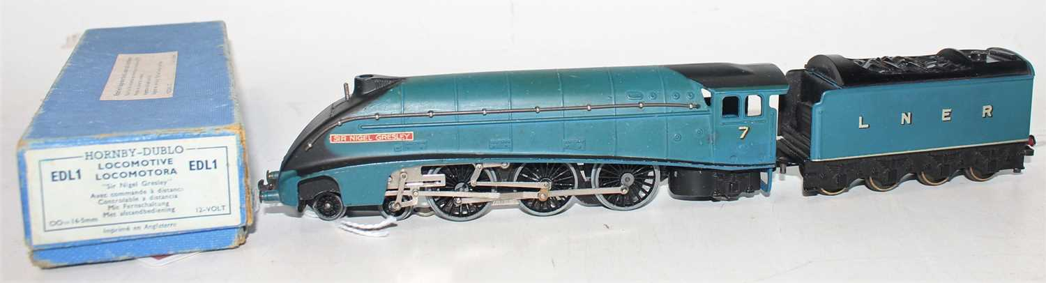 Hornby Dublo EDL1 4-6-2 A4 Locomotive Sir Nigel Gresley, blue, No.7 (VG-BVG) with unboxed LNER - Image 4 of 4